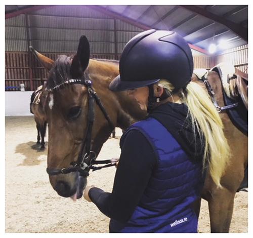 Hanna med sin häst