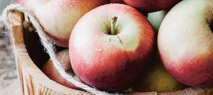 Äpplen i trähink
