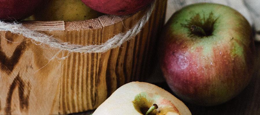 Äpplen och trähink