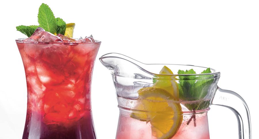 Tillbringare med syrliga drycker - citron och lingon motverkar välfärdssjukdomar.