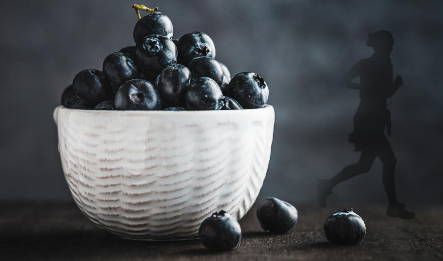 Blåbär i en skål - blåbär ökar den positiva effekten av träning